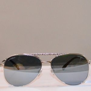 NWT CHANEL PILOT AVIATOR MIRROR SUNGLASSES SUNNIES
